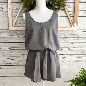 🆕 NEW NY & Co Gray Shorts Romper SZ M